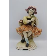 Фигура девушка с цветами